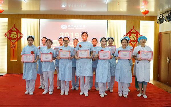 我院隆重召开5.12护士节庆祝表彰大会
